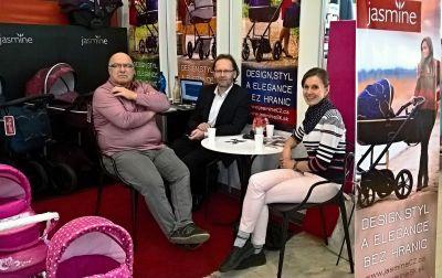 pohodička u stolu s majiteli z Kočárků Daniela z Kolína